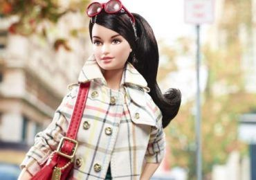 ¡Barbie se viste a la moda!
