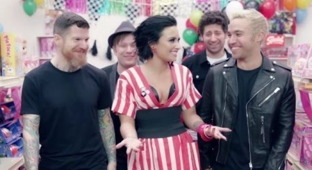 ¡Fall Out Boy estrena video con Demi !