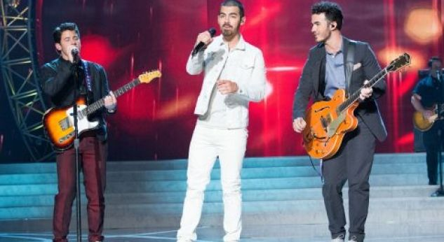 ¡Jonas Brothers en Miss USA 2013!