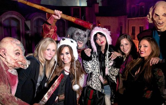 Demi Lovato en ¡Halloween Horror Nights Hollywood!