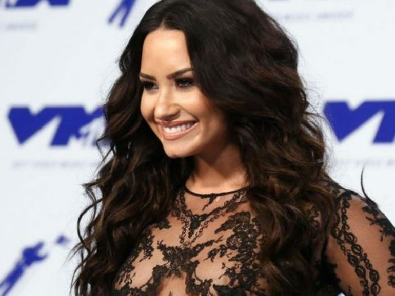 Demi Lovato lució un look naked en los MTV Video Music Awards