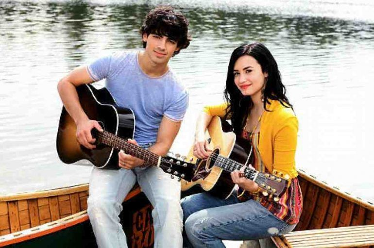 Demi Lovato y Joe Jonas reviven Camp Rock en el escenario