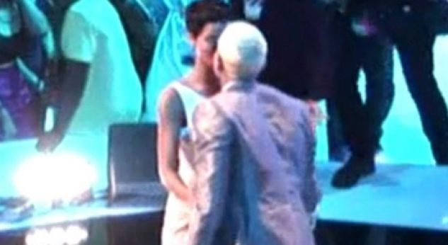 El beso entre Rihanna y Chris Brown