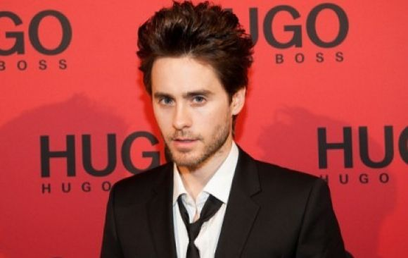 Jared Leto se ve Just Different en la campaña de Hugo Boss
