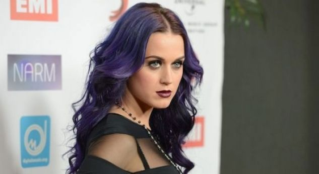 Katy Perry ¡con look dark!