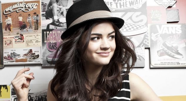 Lucy Hale graba para Hollywood Records