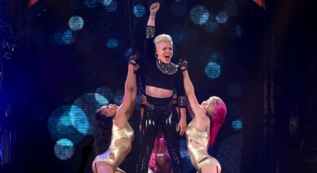 P!nk ¡hace de Walk of Shame un video en vivo!