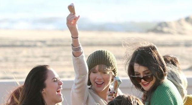 Taylor Swift ¡se divierte grabando su nuevo video!